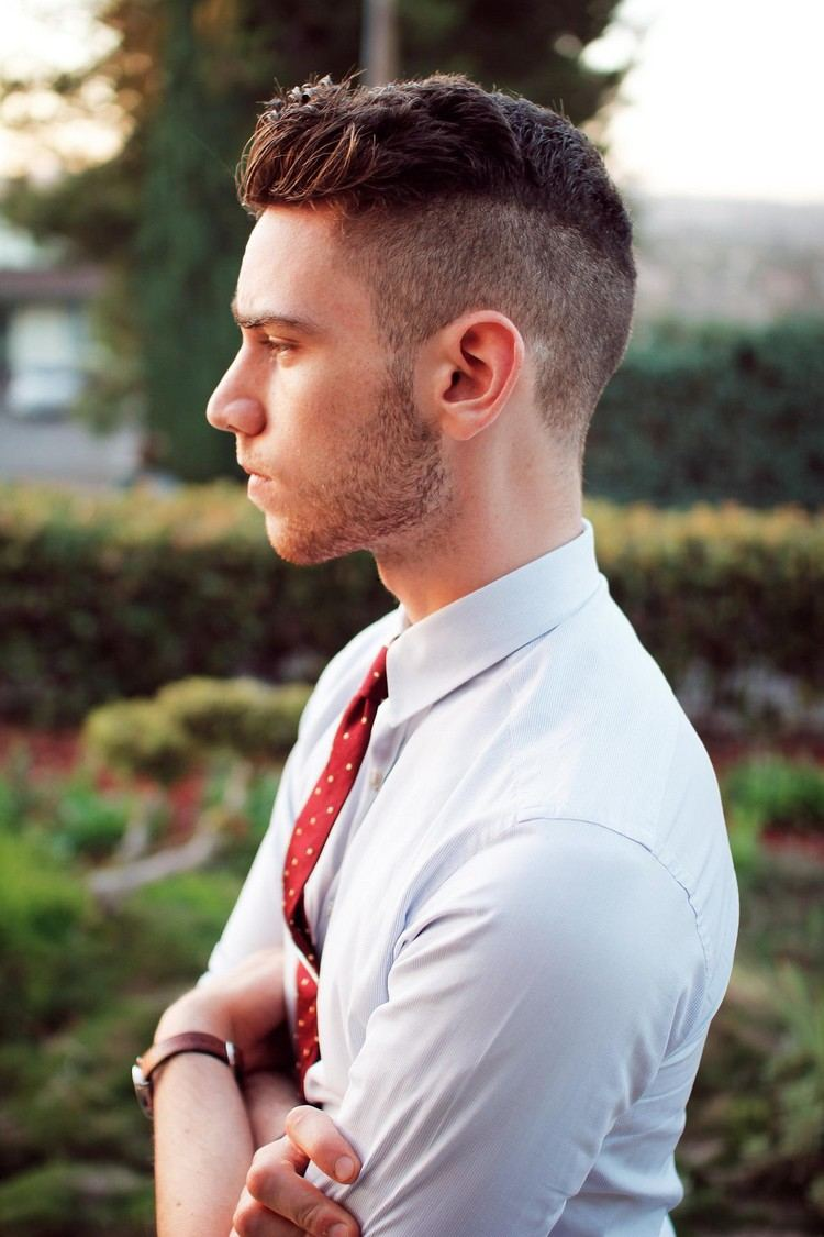 Coupe cheveux homme court brosse